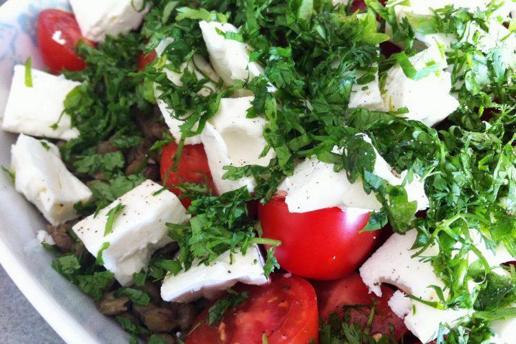 Σαλάτα με φακές, φέτα και ντομάτα