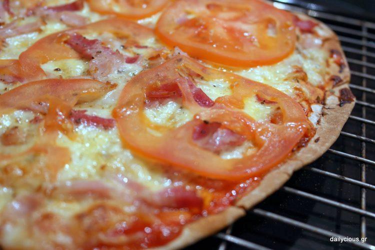 Σπιτική πίτσα (με αραβική πίτα)