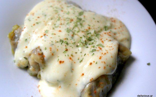 Λαχανοντολμάδες με κιμά κι άσπρη κρέμα