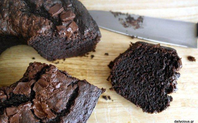 Νωπό κέικ σοκολάτας με παντζάρι