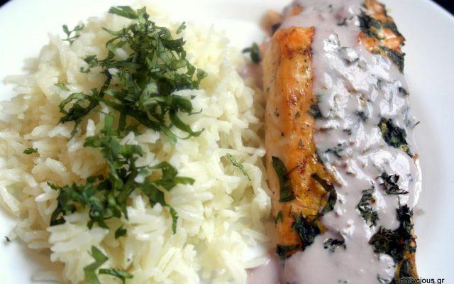 Σολομός με σάλτσα λεμονόχορτου και ρύζι καρύδας