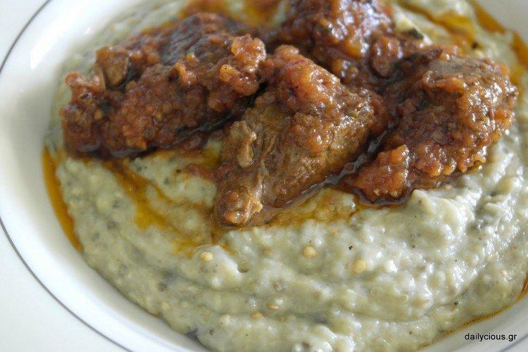 Χιουνκιάρ μπεγιεντί (κοκκινιστό κρέας με πουρέ μελιτζάνας)