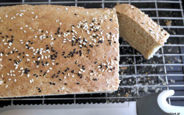Σπιτικό ψωμί (με αλεύρι ζέας)