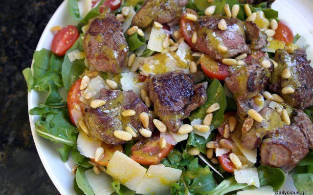 Σαλάτα με μοσχαρίσια φιλετάκια
