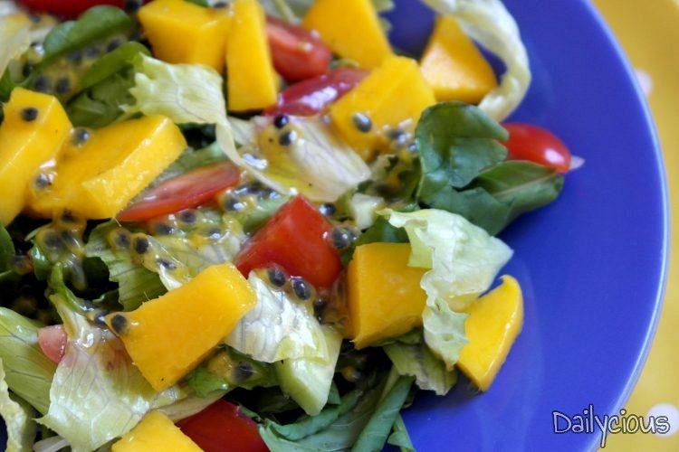 Σαλάτα με μάνγκο και σάλτσα φρούτο του πάθους