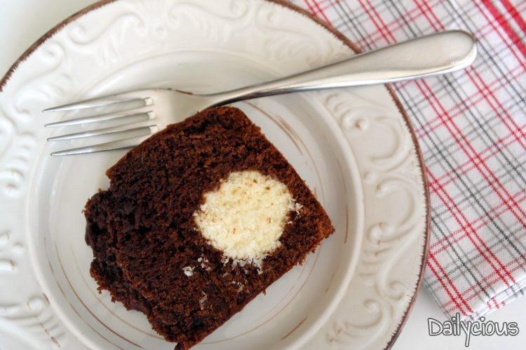 Κέικ Σοκολάτας με Γέμιση Καρύδας