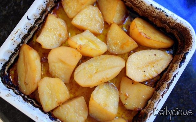 Πατάτες φούρνου σε χυμό πορτοκάλι
