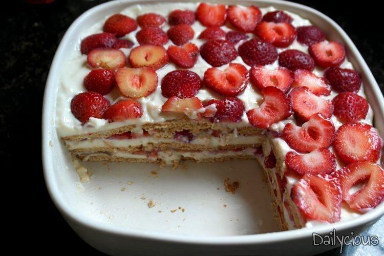 Γλυκό Ψυγείου με Βραστή Κρέμα και Φράουλες