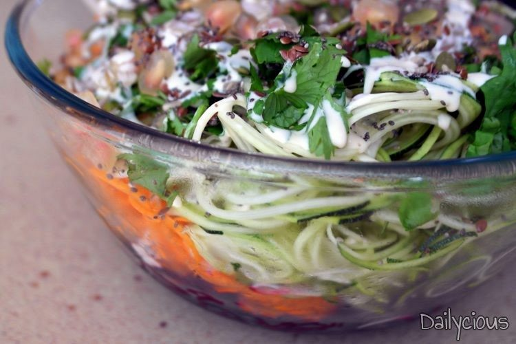 Σαλάτα με Σπαγγέτι Λαχανικών και Σάλτσα Ταχίνι