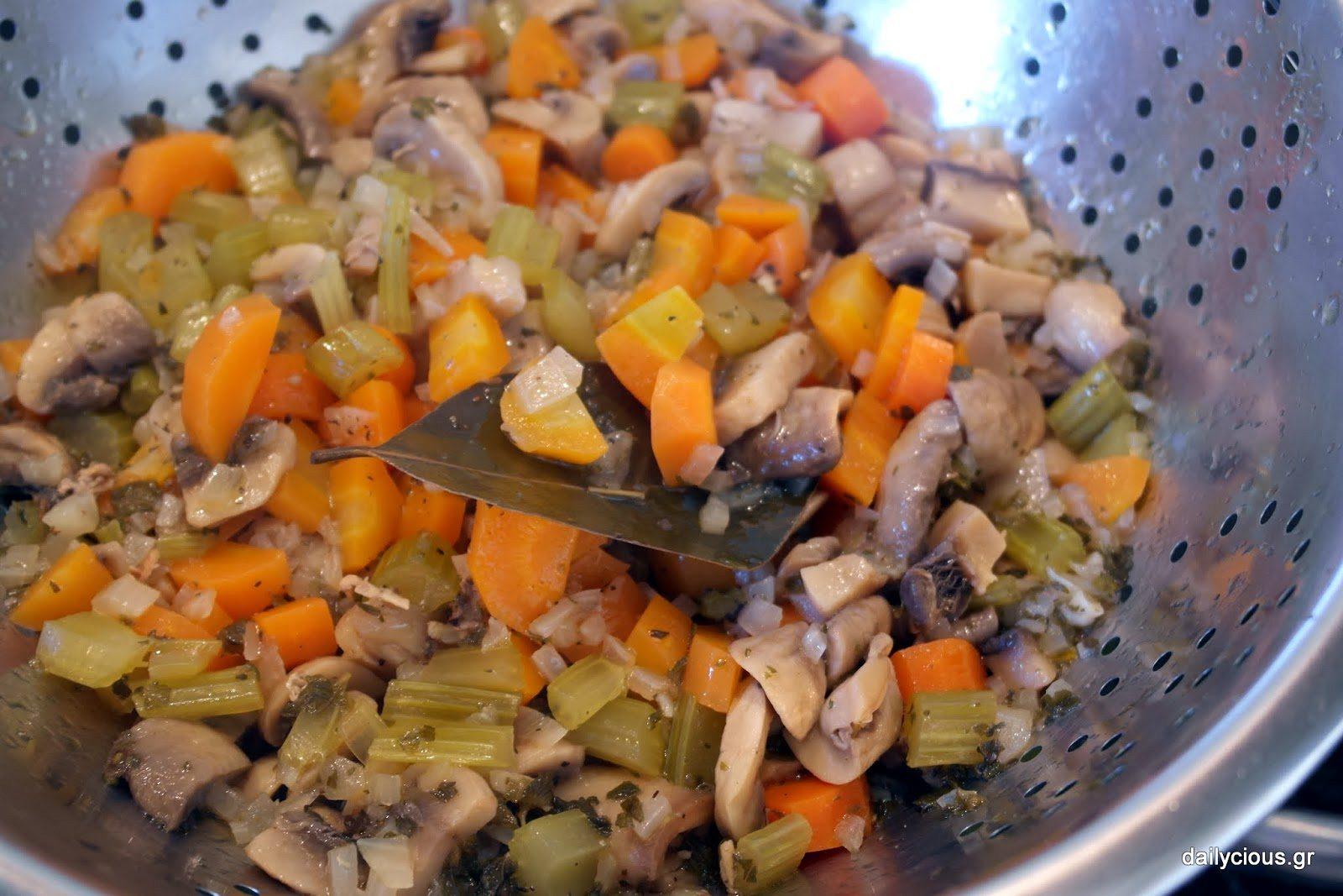 Τα λαχανικά στο σουρωτήρι.
