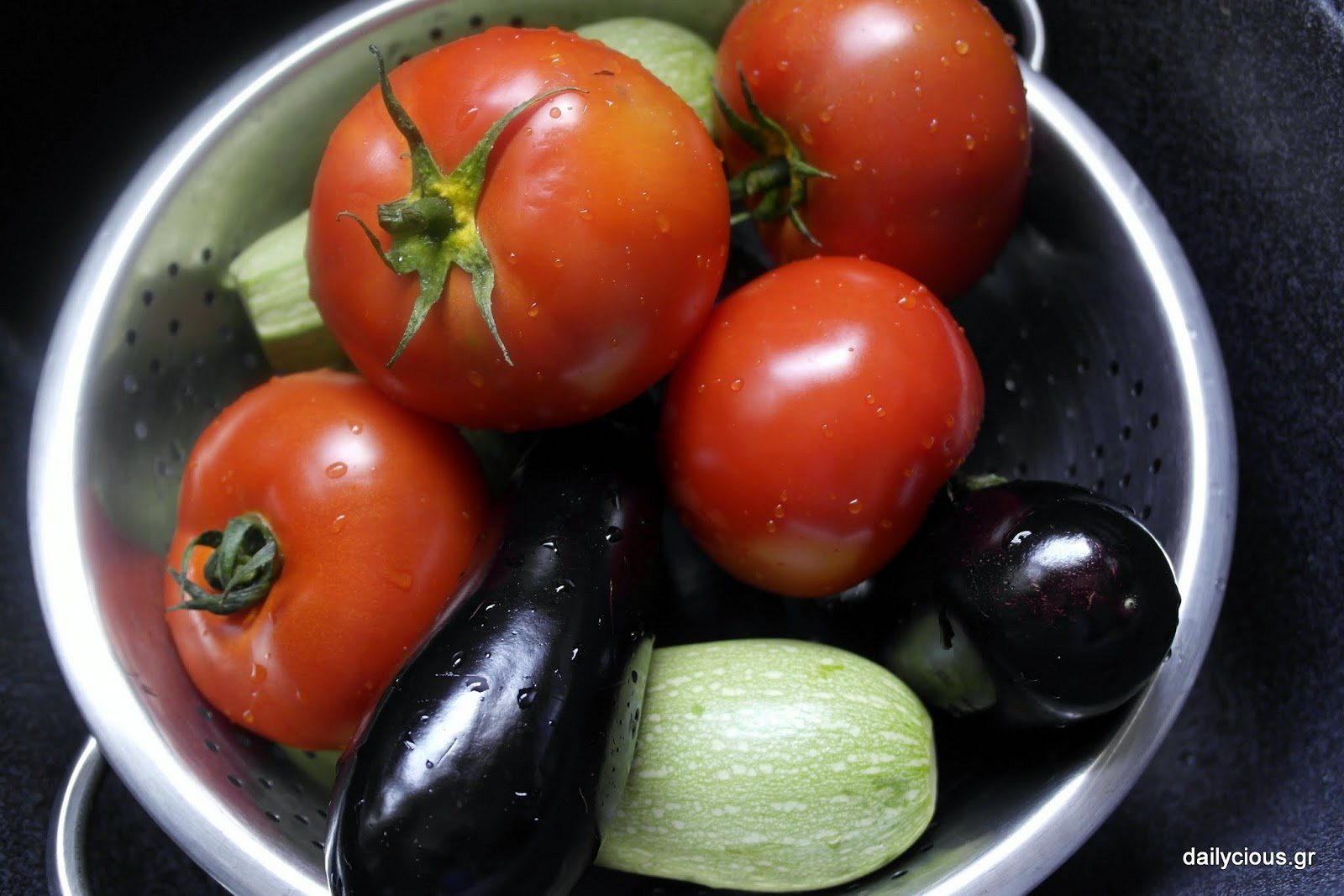 Τα λαχανικά που θα γίνουν γεμιστά.
