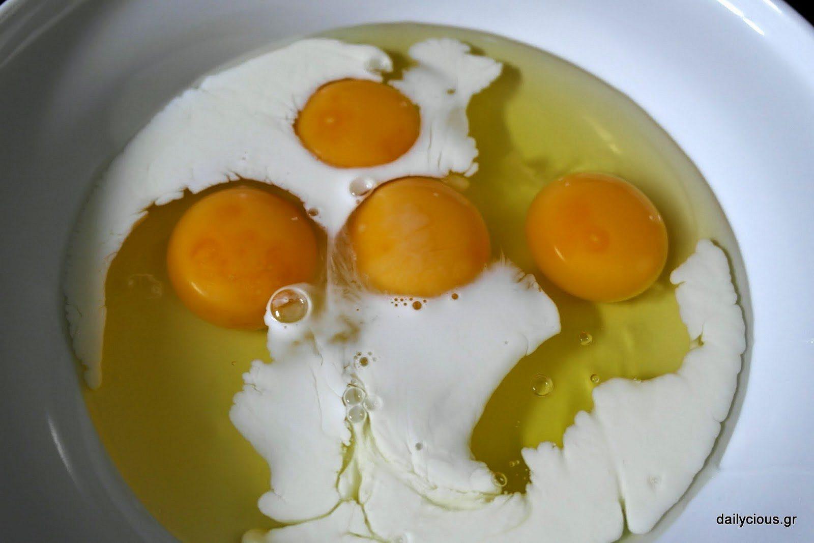 Τα αυγά στο μπολ.
