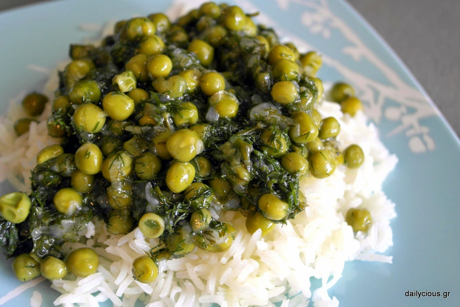 O λαδερός αρακάς με άνηθο και ρύζι.